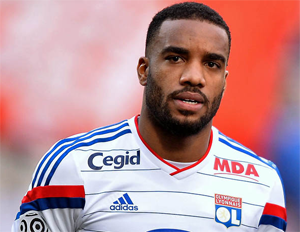 Arsenal suit Lacazette !
